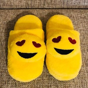 NWOT! Emoji In Love Slippers Size Small (5-6)